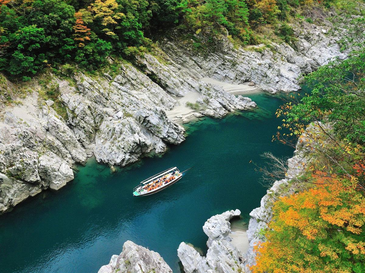Oboke and Koboke Gorges                                             (Oboke Gorges excursion boat)