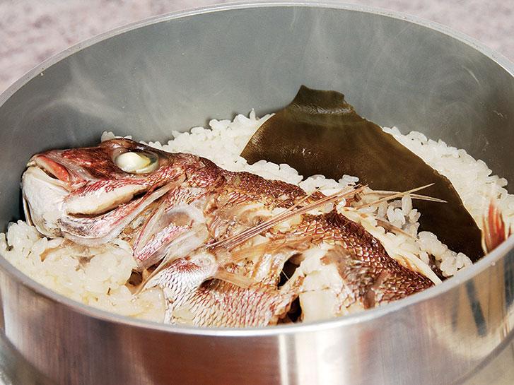 Tai-meshi (Meerbrassen-Gerichte) (Matsuyama-Seilbahn-Einkaufsviertel)_1