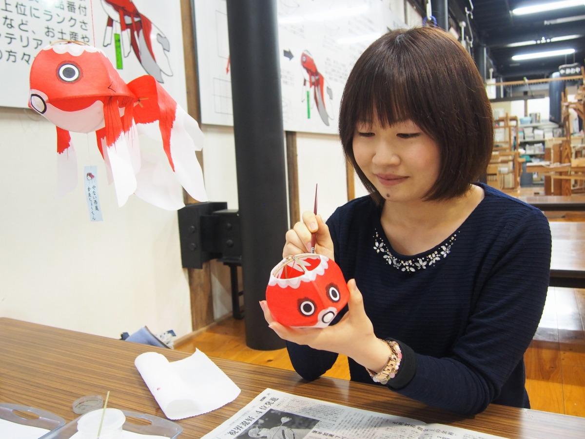 Yanai Nishigura e lanterne dei pesci rossi_3